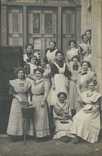 Criadas alemanas, cerca del 1900.