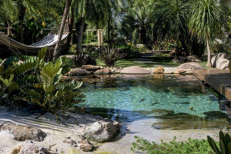 O projeto criado por Ricardo Caporossi (Gênesis Ecossistemas) tem areia fina, prainha e deque para os banhos de sol.