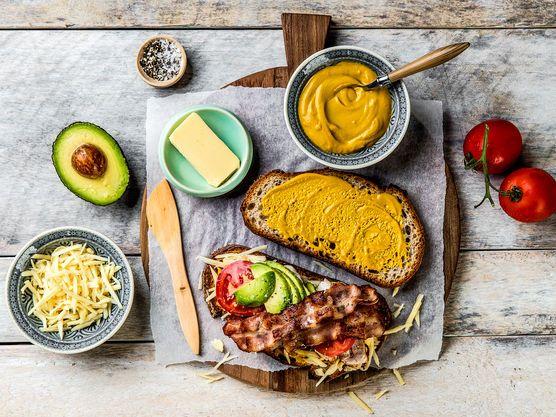 Ostesmørbrød med Jarlsberg® XO, avokado og kylling | Oppskrift | Meny.no