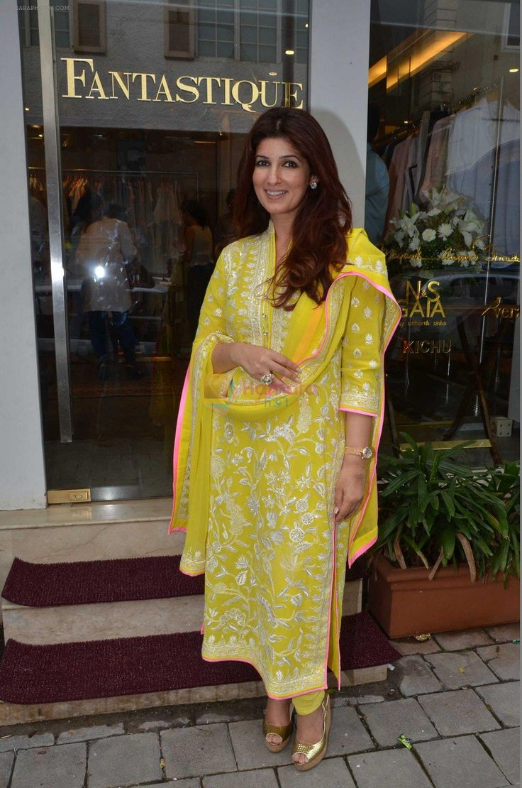 Twinkle Khanna at the launch of FANTASTIQUE by Abu Sandeep on 15th July 2016 / Twinkle Khanna - Bollywood Photos