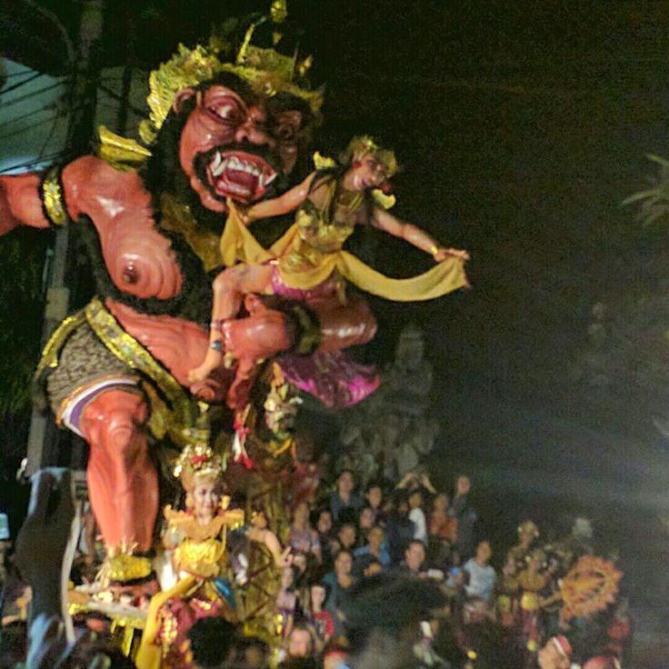 Ogoh-Ogoh demons parading in     Lungsiakan, Kedewatan village, Ubud on the eve of #Nyepi.