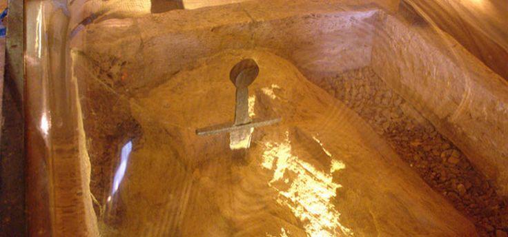 La espada misteriosa de la Capilla Montesiepi, en Chiusdino - http://www.absolutitalia.com/la-espada-misteriosa-la-capilla-montesiepi-chiusdino/