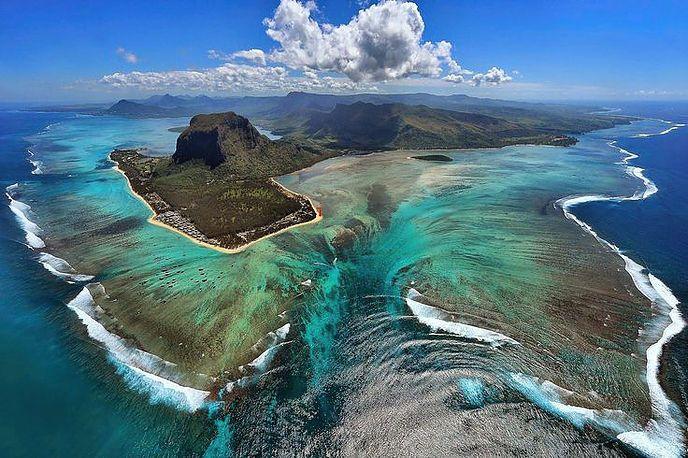 """La """"cascade sous-marine"""" de l'Île Maurice   Globe-Trotting, Blog de voyage…"""