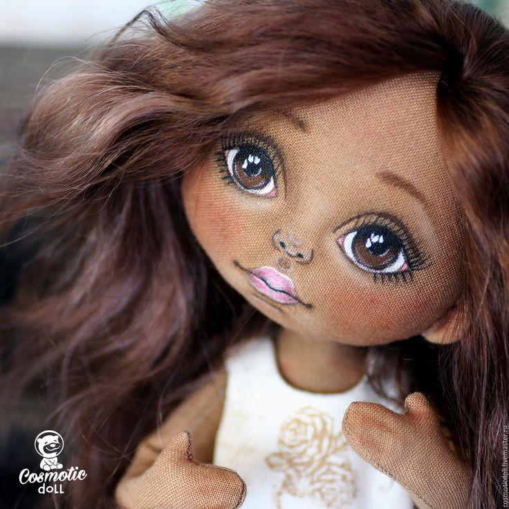 Купить или заказать Текстильная кукла Мулаточка. Кукла коллекционная. Кукла. в интернет-магазине на Ярмарке Мастеров. Текстильная кукла Мулаточка, нежная мечтательная девочка. - хлопок - швы укреплены - пуговичное крепление (прозрачные) - шарнирные колени! - голова наклоняется вправо и влево - наполнитель: синтепух, плотно - стоит сама и на подставке - ручки на проволочном каркасе, сгибаются - ноги руки полностью подвижные - волосы козочка, можно аккуратно расчесывать и укладывать средствами…