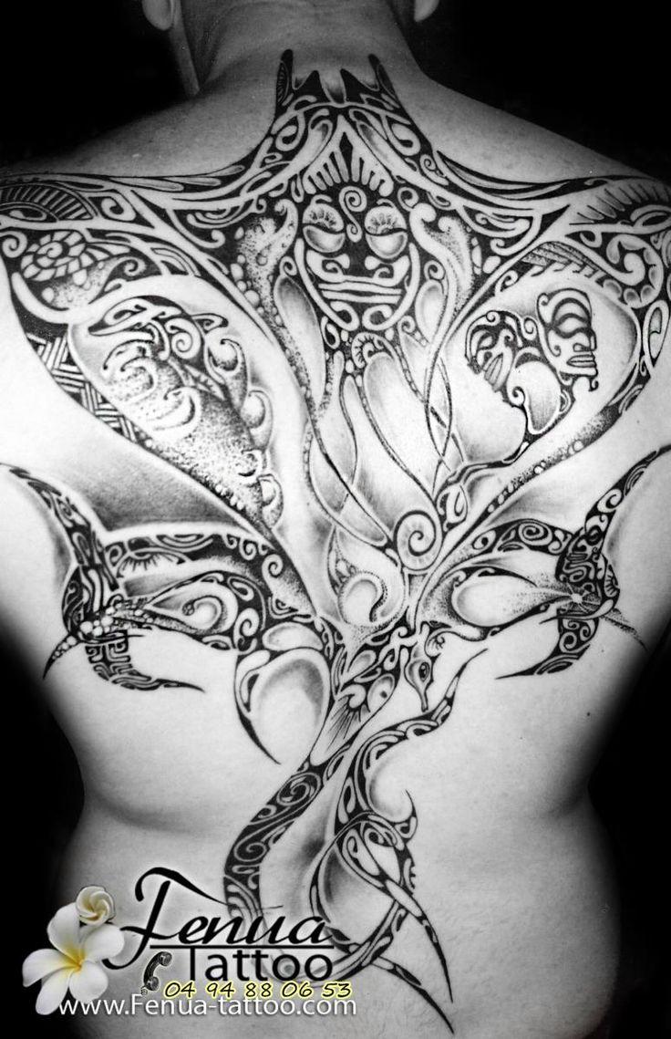 raie polynesienne avec tiki dauphin et hippocampe dans le dos complet homme