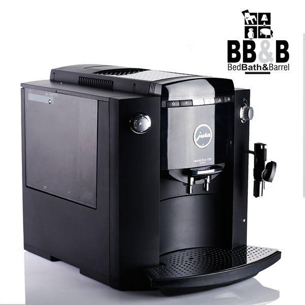 """""""Del grano a la taza""""  Con la Máquina de café automática FSO Jura, puedes hacer al instante una perfecta taza de café con solo pulsar un botón. Tiene molino incorporado con ajuste de 6 grados de molienda y puedes programar la cantidad de café, agua y temperatura deseada. http://www.elretirobogota.com/esp/?dt_portfolio=bed-bath-barrel"""