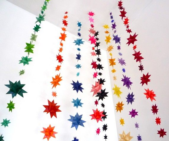 Maak zelf een kleurrijke #backdrop met #origami sterren #diy #bruiloft