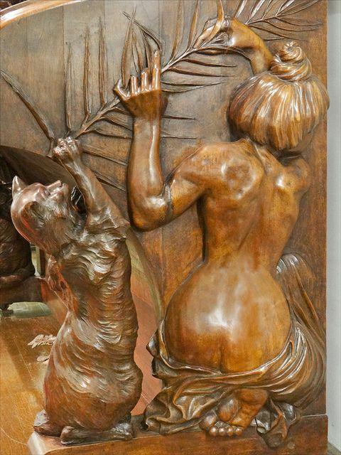 Décor sculpté d'un piano droit (détail) Sculptures de François-Rupert Carabin (1862-1932)  Piano fabriqué par Henri Hertz (1875-1966), noyer sculpté. Paris
