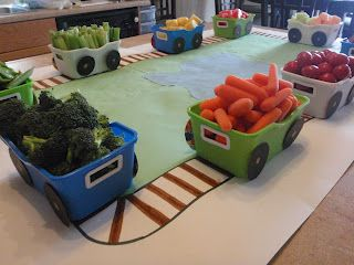 Veggies & snacks in train cars.  Cute idea - I'd put the train together like a train though:)