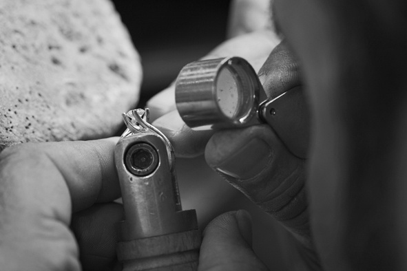 Attention for details & the best #diamonds: this is how #Chimento creations are born. Discover them on http://www.chimento.it/en