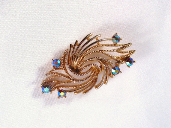 Something kinda awesome about this.  Also only $22!Lisner Jewelry, Jewelry Gold, Brooches Lisner, Vintage Rhinestones, Gold Tone, Vintage Brooches, Rhinestones Gold, Lisner Vintage, Vintage Jewelry