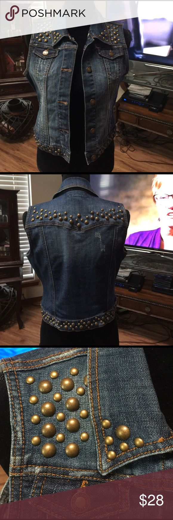 "Stetson studded sleeveless jean jacket Only wore a couple of times. Looks new.  19"" from shoulder to bottom of jacket. Next day shipping Stetson Jackets & Coats Jean Jackets"