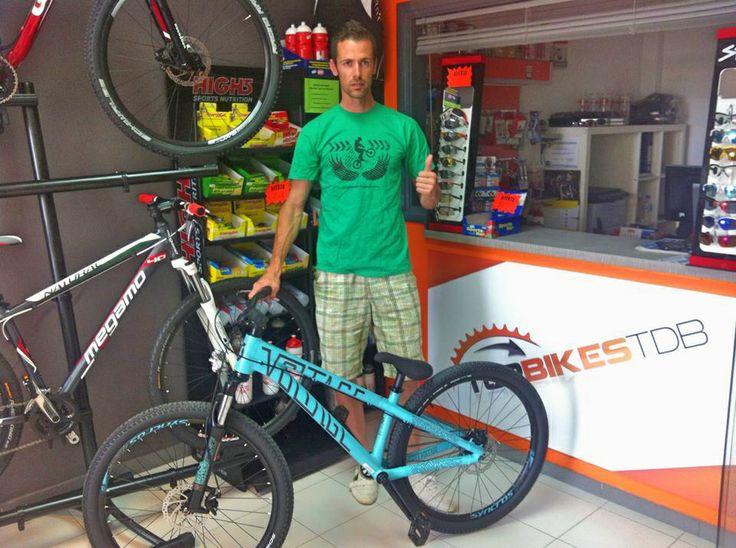 Top Bikes TDB amb el Club Biketrial Costa Daurada i amb el pilot local Angel Batlle / Top Bikes TDB da soporte al Club Biketrial Costa Dorada y al piloto local Angel Batlle