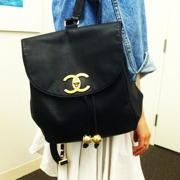 Back to school with Chanel.Schools Bags, Back To Schools, Teen Vogue, Vogue Fashion, Chanel Bags, New Book, Chanel Backpacks, Back 2 Schools, Vintage Chanel