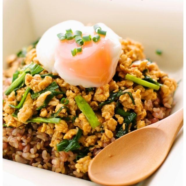 簡単過ぎる♪ニラと鶏胸肉(鶏むね肉)の甘辛スタミナ丼♡