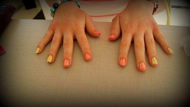 Manicure hybrydowy - efekt syrenki. #manicure #nails #paznokcie