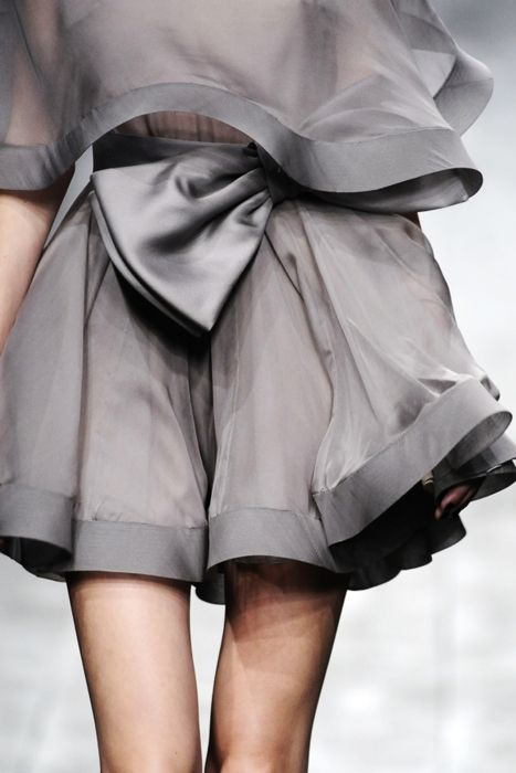 To Valentino Grey matters.: Banquet Dresses, Style, Color, Bows Skirts, Big Bows, Grey Dresses, Couture Fashion, Haute Couture, High Waist Shorts