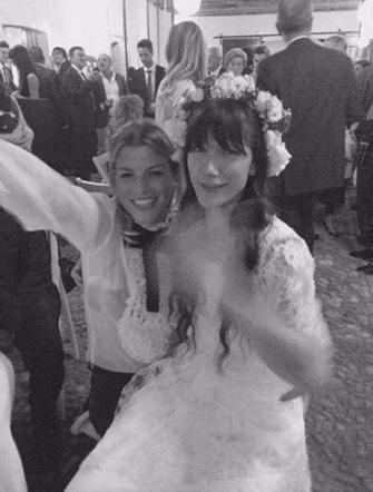 Emma Marrone assieme ad Elisa Toffoli durante il matrinoio di quest'ultima :)