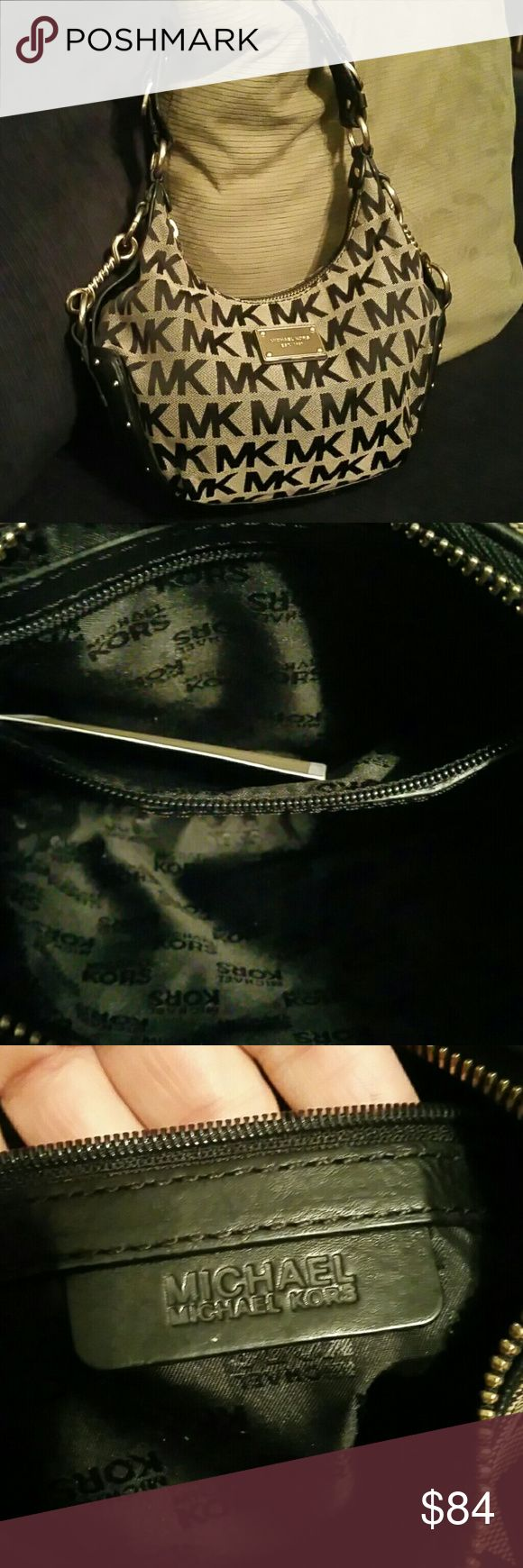 Small Michael kors hobo shoulder bag Like new, small MK hobo bag. I bought this for myself but it was way too small so I gave it to my friends daughter and she only uses wristlets.  This is a great bag in amazing condition.  Perfect for someone who doesn't carry much. Price is firm Michael Kors Bags Hobos