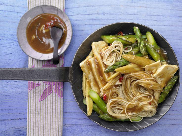 Tofu-Nudelpfanne mit grünem Spargel - smarter - Kalorien: 322 Kcal | Zeit: 25 Min. #vegetarisch #tofu #vegetarian