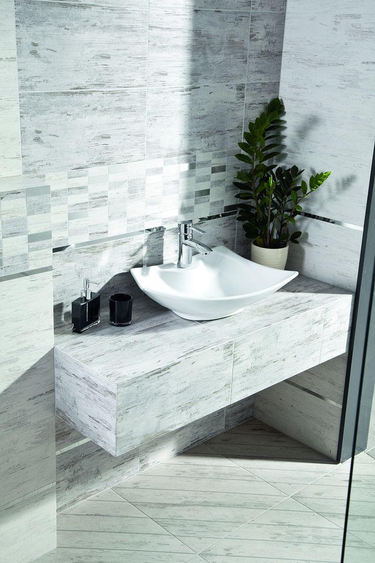 Jakość przy wyborze ceramiki jest kluczowa. Tutaj ceramika Kerra w pomysłowej wersji z szarym kamieniem #stone #bathroom #bathroomdesign #white #interior #interiordesignideas #inspiration  #obipolska #obibowarto