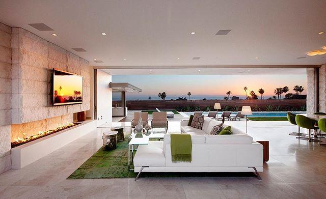 || Glamorous Simplicity || . . . 🏠 McElroy House 📐 Ehrlich Architects / Ehrlich Yanai Rhee Chaney Architects 📍 Laguna Beach, United States 🇺🇸 📸 Miranda Brackett, Roger Davies :construction_site