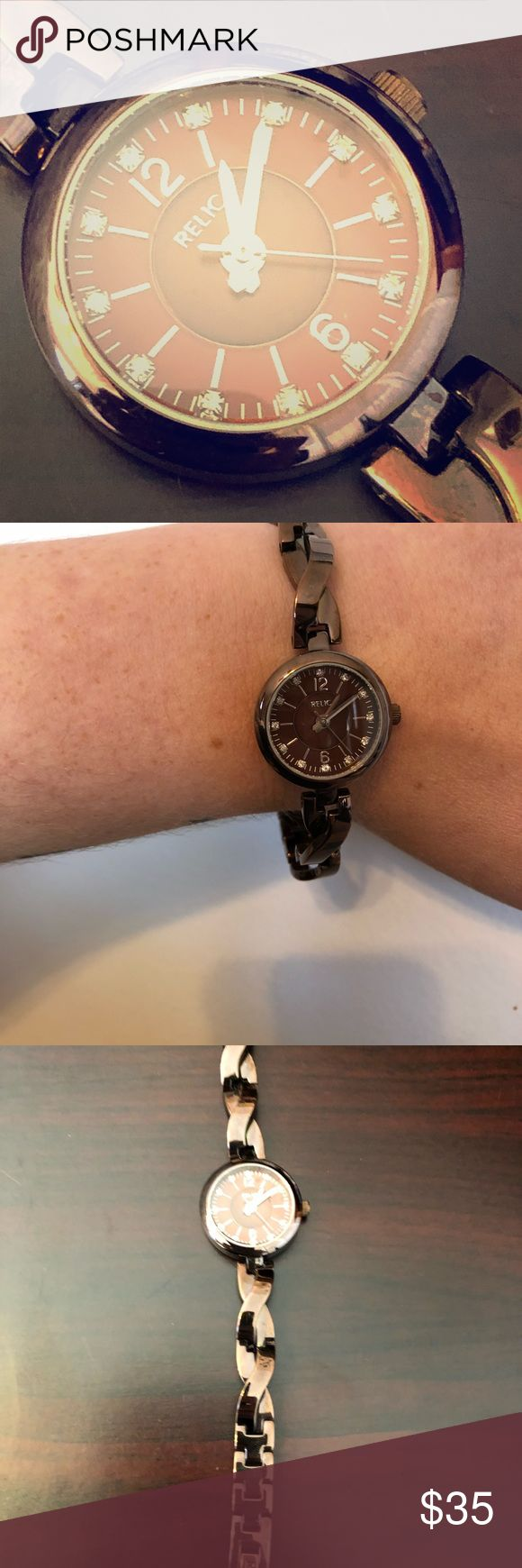 Thin women's Relic watch! Like new! Women's Relic watch, stainless steel. Bronze color, very sleek. Like new! Comes with one additional chain link. 7 1/4in long with extra link. Last picture shown for face size reference Relic Accessories Watches