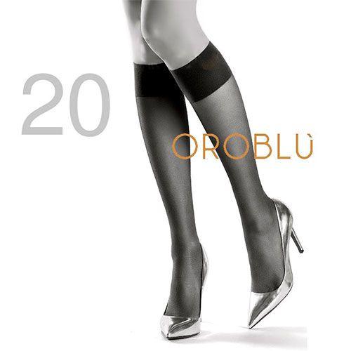 20 den blank og gjennomsiktig knestrømpe med bred og dobbelt velsittende elastikk, som ikke strammer. Sandal tå.