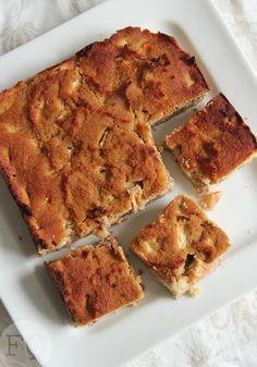Een gezonde appelcake van kokosmeel. Lekker bij de koffie/thee maar ook net zo lekker bij het ontbijt of lunch.