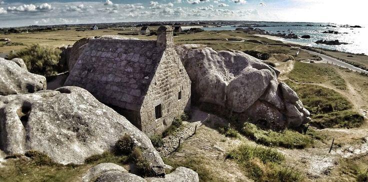 Les beaux jours arrivent! Voici une idée de ballade qui vaut le détour sur les côtes du Finistère Nord : #Meneham, son petit village et ses plages paradisiaques pour une marche en bord de mer.  Pour faire le plein de bonheur c'est sur http://www.villa-vacances-bretagne.fr/actualites/117-meneham-cotes-finistere-nord.html #Roscoff