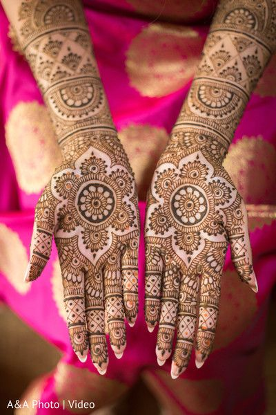Perfect indian bridal mehndi art http://www.maharaniweddings.com/gallery/photo/128488