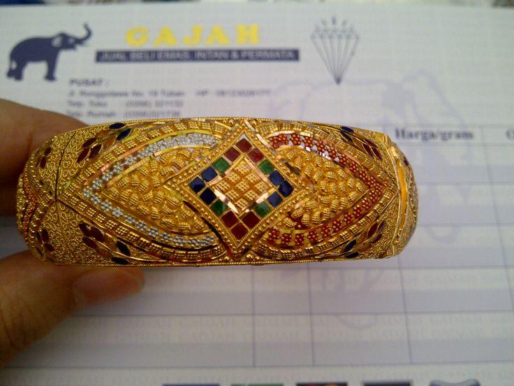 22k gold India / Dubai bangle