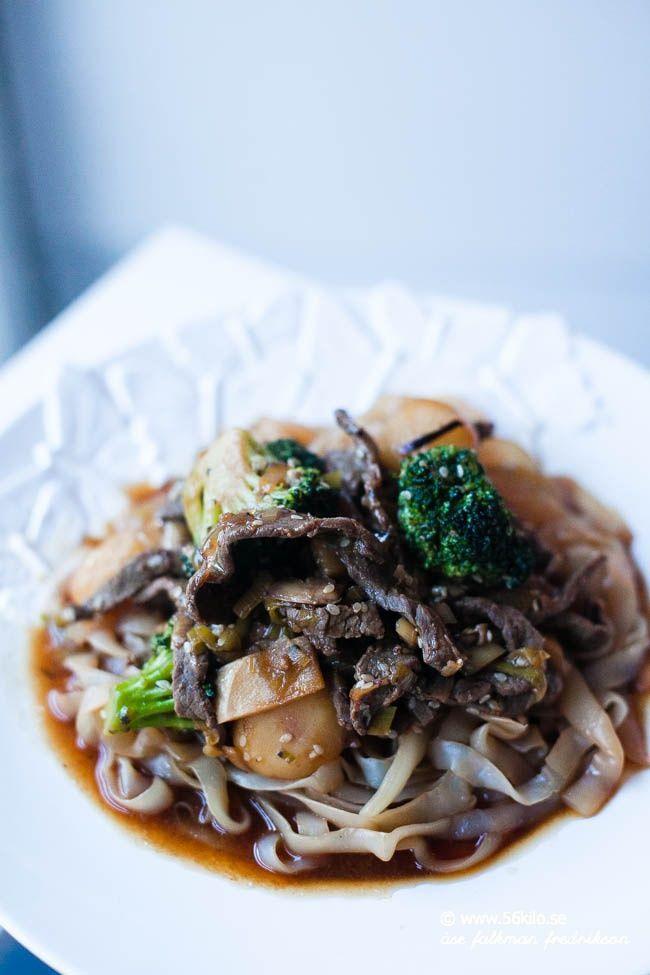 Jag är tokig i orientaliska smaker. En klassisk biff med bambuskottär sågott och räcker till många! Shiratakinudlar är perfekta i orientaliska rätter. Tar upp all smak från sås och innehåller ingen energi men är bra fiber i magen.