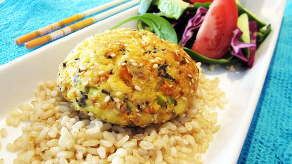 Hijiki Tofu Burgers with brown rice & carrot ginger dressing (ala Dojo ...