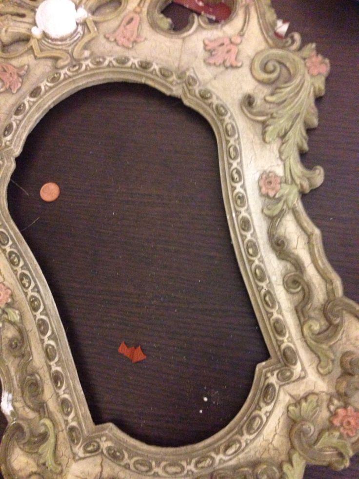 Cornice in gesso stile veneziano prima del restauro