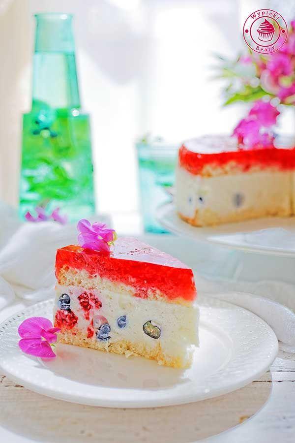 Simple and delicious yoghurt cake with berries and jello - przepyszny jogurtowiec z owocami i galaretką
