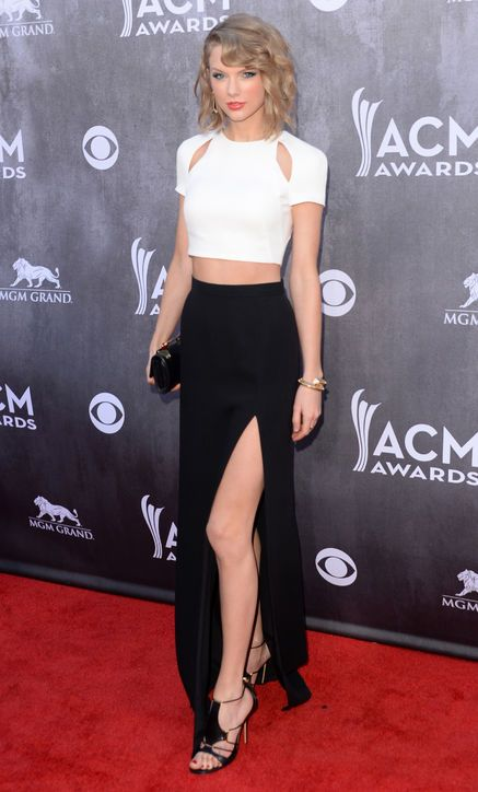 Taylor Swift in J. Mendel at the ACM Awards
