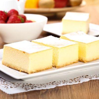Îți place umplutura de brânză, dar nu ai vrea atât de mult aluat. Încearcă atunci rețeta de prăjitură cu brânză dulce fără aluat!