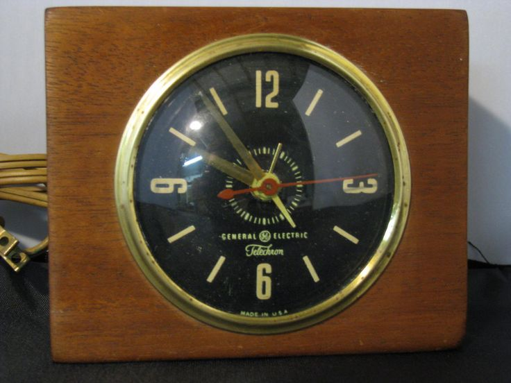 Vintage Wooden General Electric Clock by HeirLoomWeaver on Etsy