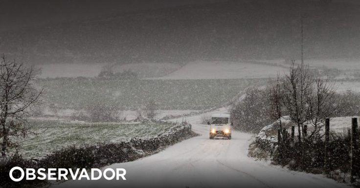 Desde terça-feira registaram-se 490 ocorrências devido ao mau tempo. Os distritos de Viseu e Vila Real são os mais afetados. Devido à queda de neve muitas escolas permanecem encerradas. http://observador.pt/2018/02/28/protecao-civil-registou-490-ocorrencias-desde-o-final-da-tarde-de-terca-feira/