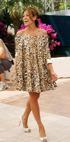 Eva Mendes Peep Toe Pumps – Eva looks amzing in this tunic dress. This shoe have…