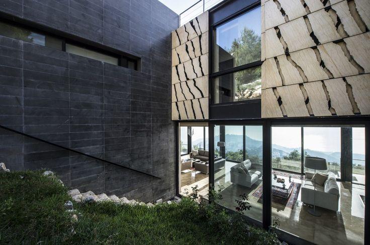 Stone cutted on the grain - Piedra cortada en la direccion de la veta //  Tahan Villa / BLANKPAGE Architects