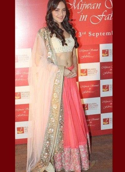 In-style Magnificent Pink #Lehenga Rules The Crowd #Bollywood #BollywoodFashion