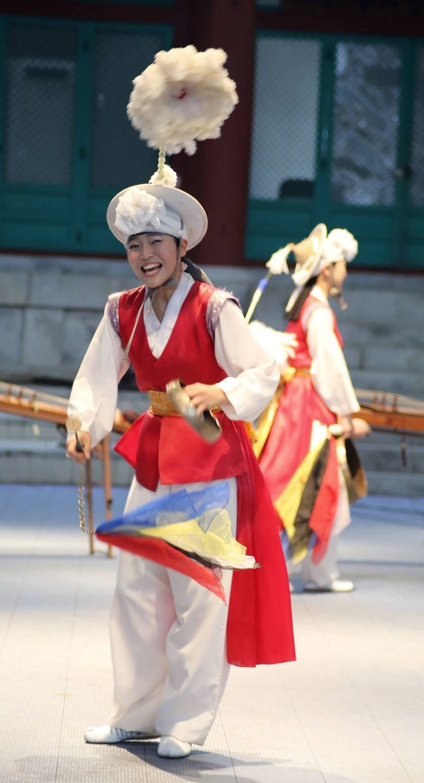 "Korean dance "" 꽹과리 """