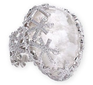 Large Pearl in magnificent snowflake setting carrying into the band.