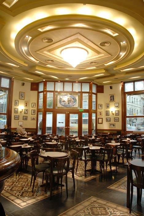 Pasion de Argentinos, tomar cafe en sus mas variados bares y confiterías. Café de los Angelitos, Buenos Aires- Argentina