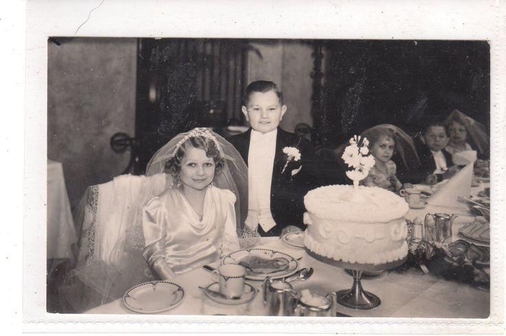 Love the Midget wedding photo could bury