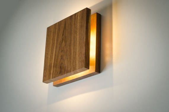 SC Sconce Wooden wall lamp with simple functional design. Soft yellow LED lightning. This lamp has two options: switch is located aside, or with wire. Made of OAK pieces with accent on natural wood texture. Polished and smoothed by hands using durable safe materials for best resistance, and natural wax to make a perfect shiny surface. Light oak spreads fine warmer lightning! Please note that original wooden texture is always unique. Color options: LIGHT OAK BOG OAK (dark brown) Block 22cm...