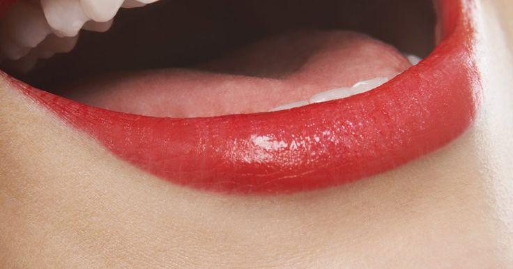 Cómo fortalecer los dientes y las encías. Tus dientes y encías son importantes y quizá son de las partes de tu cuerpo subestimadas. Con la edad, la caries dental y la enfermedad de las encías se vuelven cada vez más comunes. Sin embargo, es posible prevenir e incluso revertir la disminución de la higiene oral siguiendo una serie de sencillos pasos. El fortalecimiento de los dientes y las ...