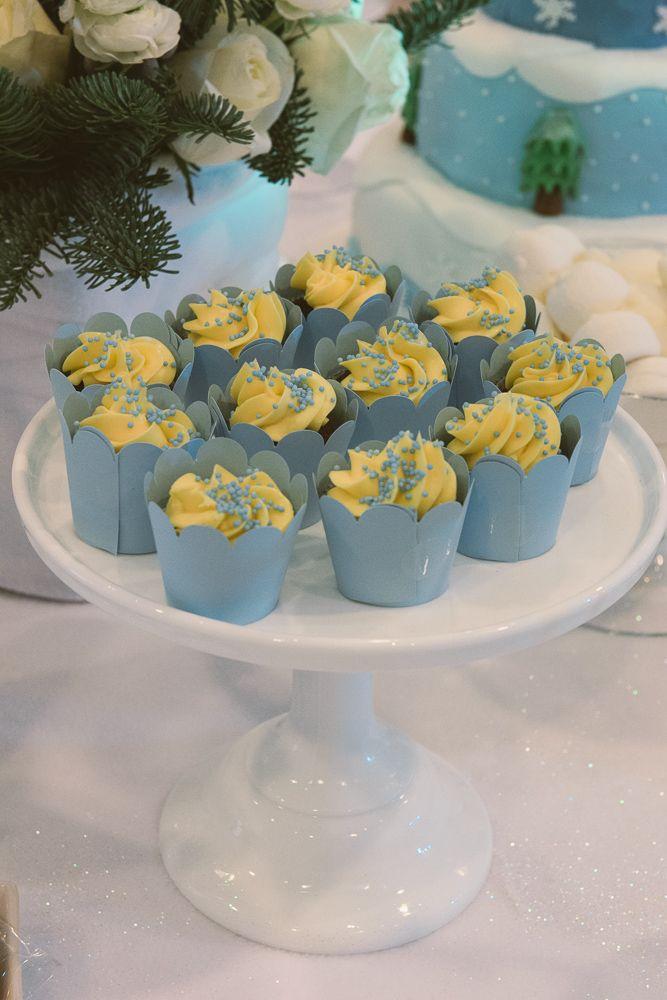 Frozen blue cupcakes